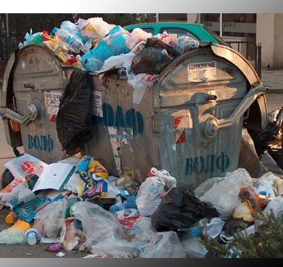 Porto Empedocle invasa dalla spazzatura, stato di agitazione per gli operatori ecologici