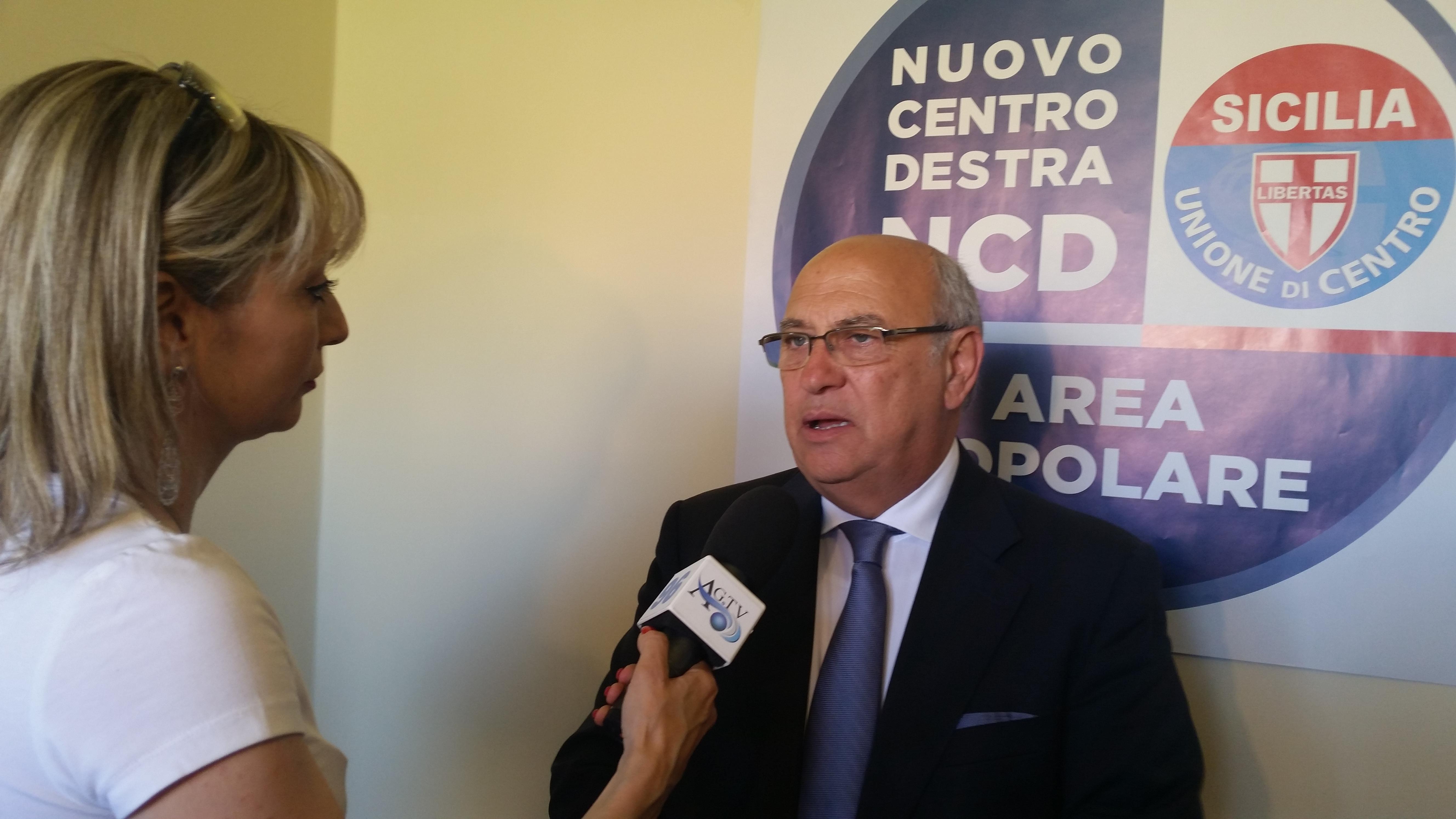 Enzo Fontana presenta i candidati della lista Area Popolare e illustra com'è nata