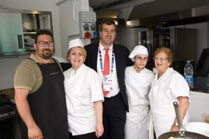 Il Commissario della Regione Sicilia Dario Cartabellotta con gli Chef lampedusani