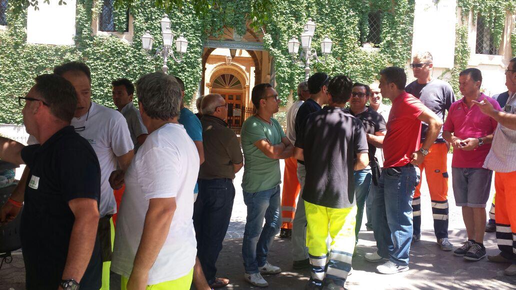 Gli operatori ecologici in esubero incontrano il Sindaco di Agrigento, Lillo Firetto