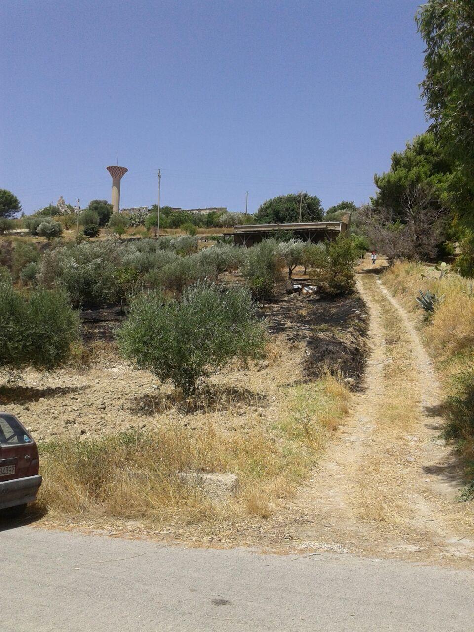 Morto 84enne avvolto dalle fiamme ad Aragona