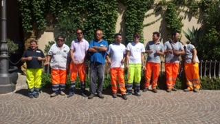 Sono 18 gli operatori ecologici fuori dall'appalto del comune di Agrigento, rimangono incatenati e protestano