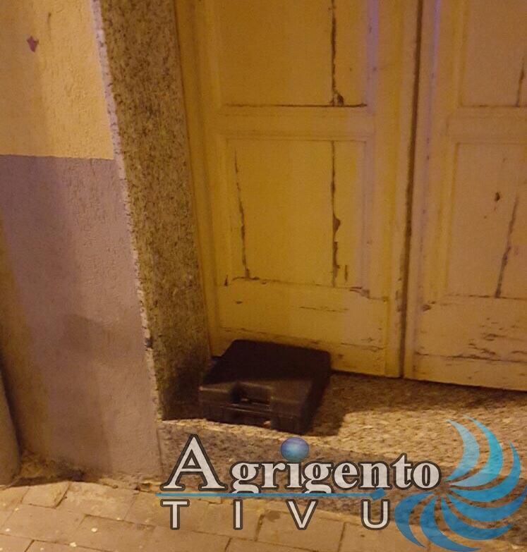 Ordigno rudimentale a Palma di Montechiaro fatto brillare dagli artificieri, aperte le indagini