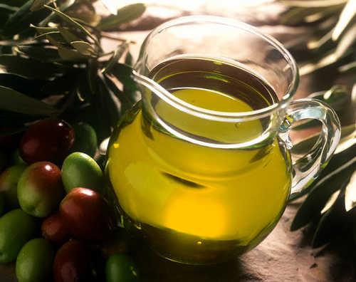 Olio d'oliva extravergine, quello tunisino invade l'Italia