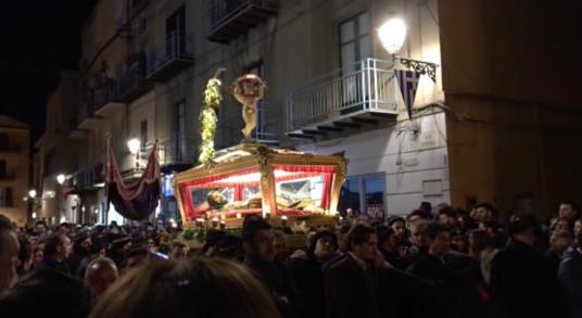 La processione serale del Venerdì Santo ad Agrigento