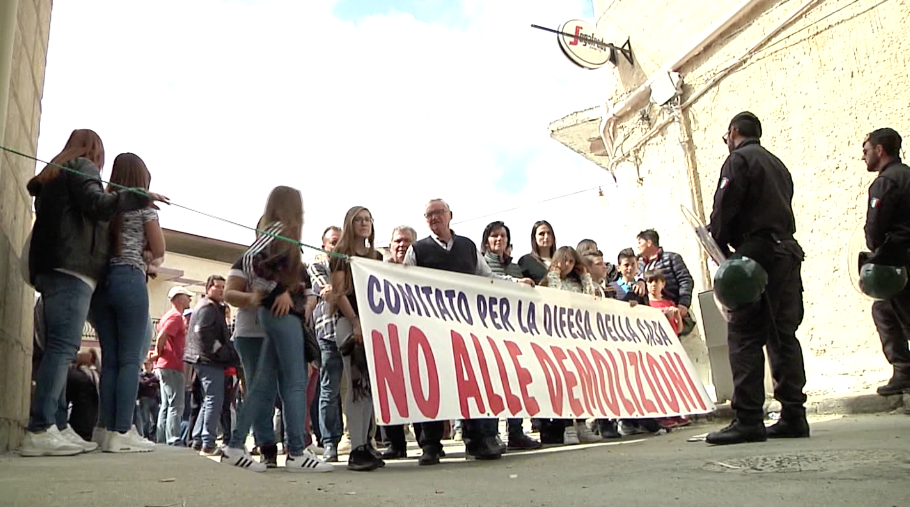 Iniziate questa mattina le operazioni di demolizioni delle case abusive a Licata