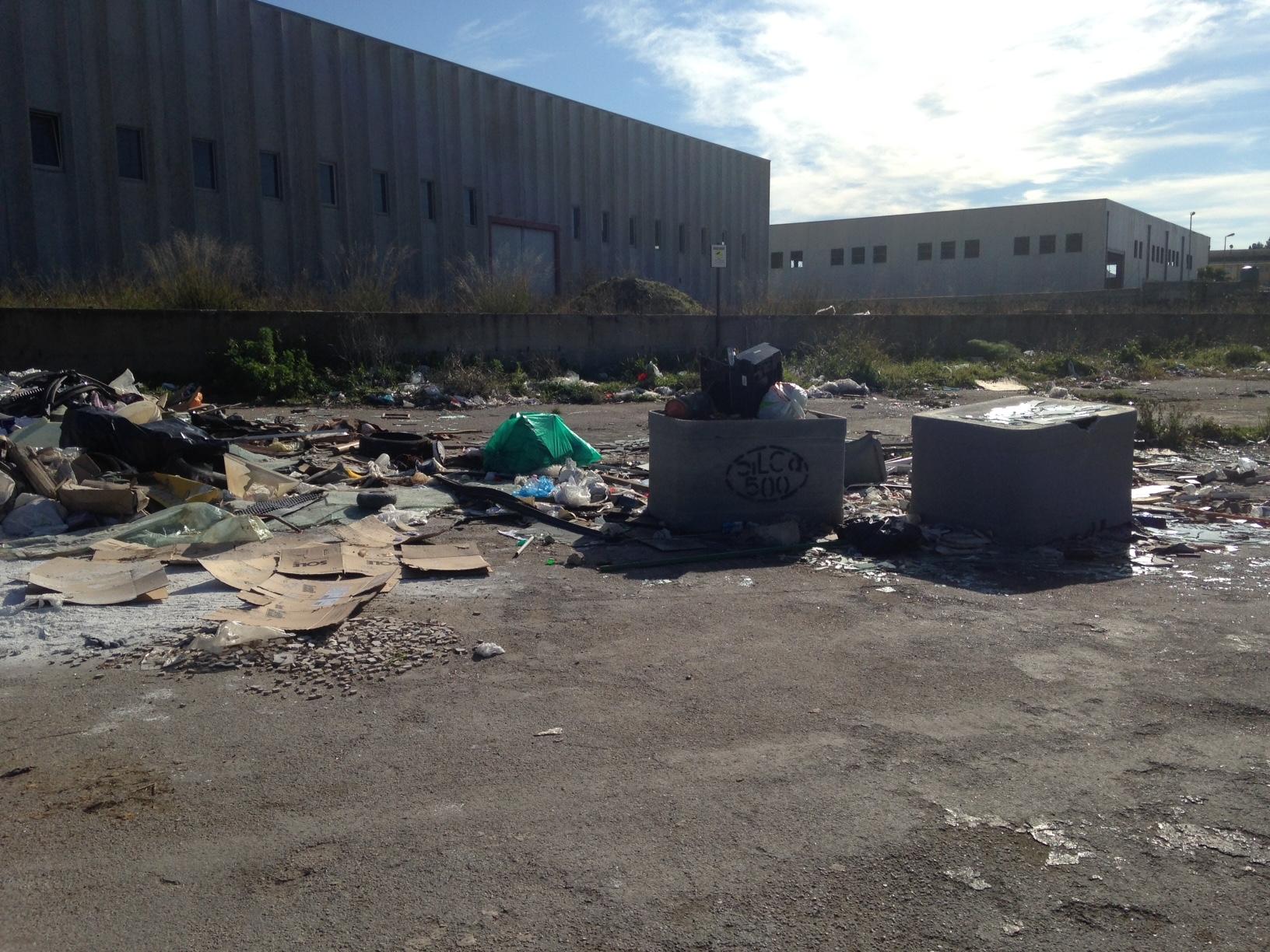 Zona ASI di Agrigento. In assenza di controlli si alimentano le discariche abusive