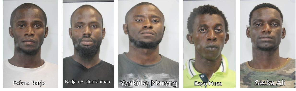 Spacciavano nel centro che li ospitava, arrestati 5 extracomunitari
