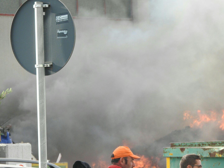 Incendio al centro di stoccaggio della Seap