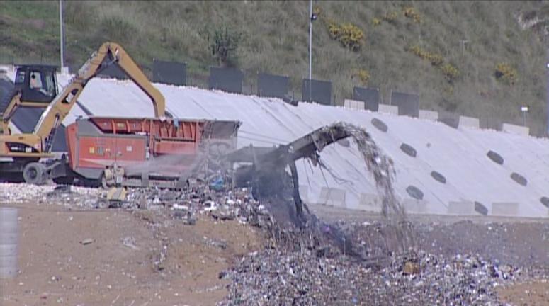 Sicilia, pronto il bando per i rifiuti all'estero.