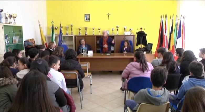 L'Istituto Comprensivo Salvatore Quasimodo di Agrigento, celebra i settantanni della Costituzione Italiana.